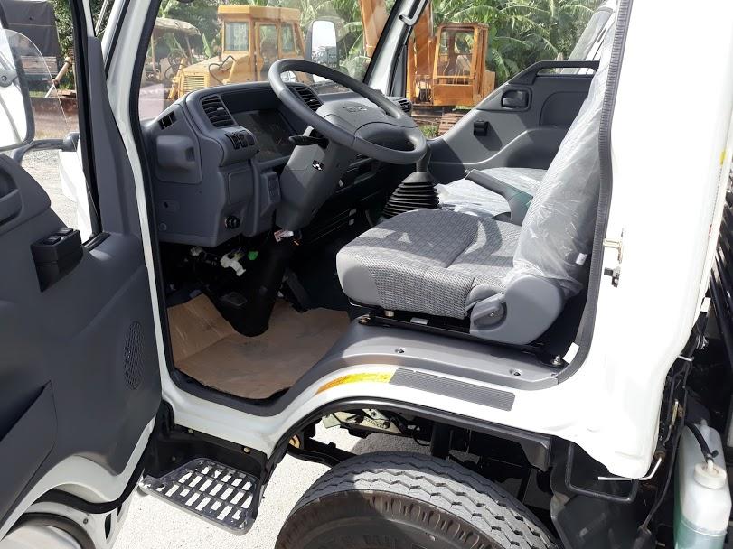 cabin-xe-tai-isuzu-1t9-thung-dai-6m2-isuzu Xe tải isuzu: xe tải isuzu 1990 kg 1t9 vm vinh phát thùng mui bạt 6m2 giá rẻ  | Đại lý ô tô tải